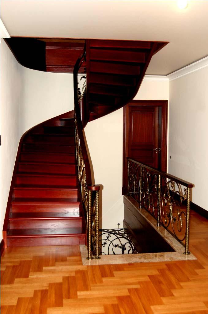 ekskluzywne schody drewniane marki prudlik z podstopnicami