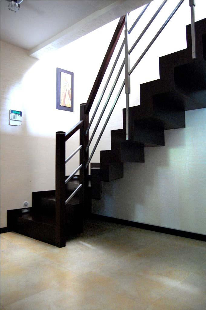nowoczesne schody wewnętrzne z drewna