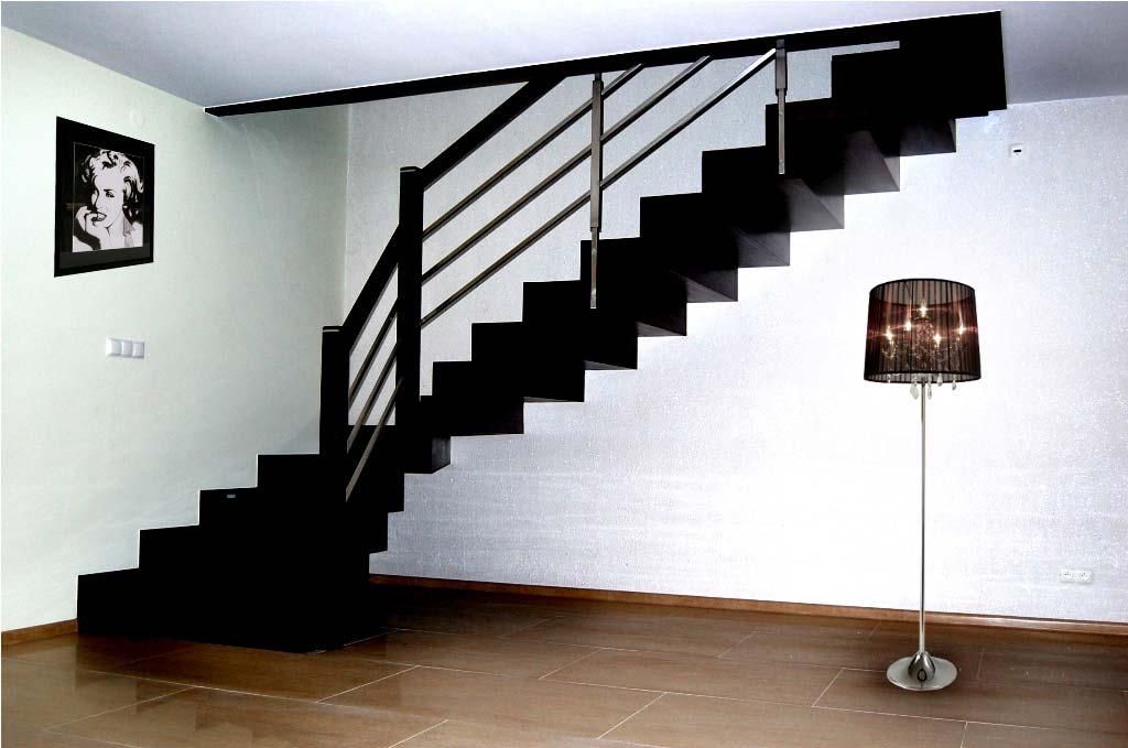 schody wewnętrzne widok z boku