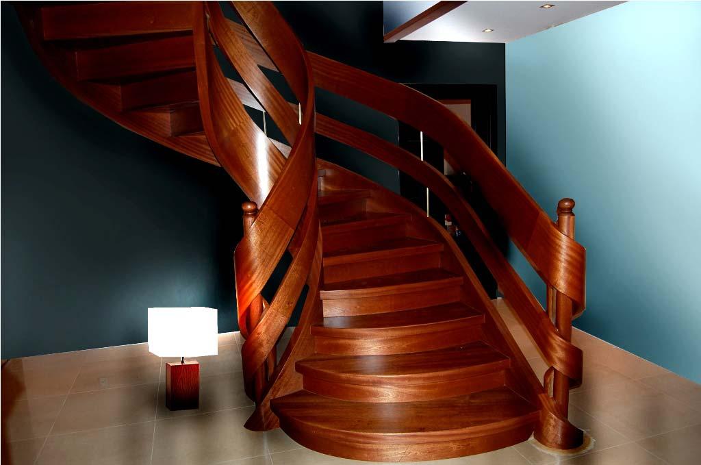 eleganckie schody z drewna gięte