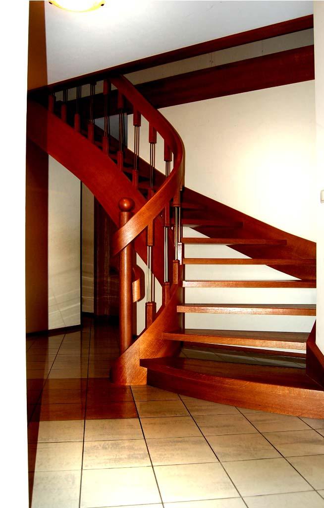zabiegowe schody z drewna
