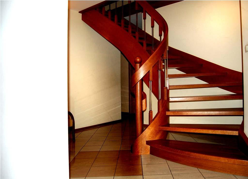 schody z drewna zabiegowe na policzkach giętych
