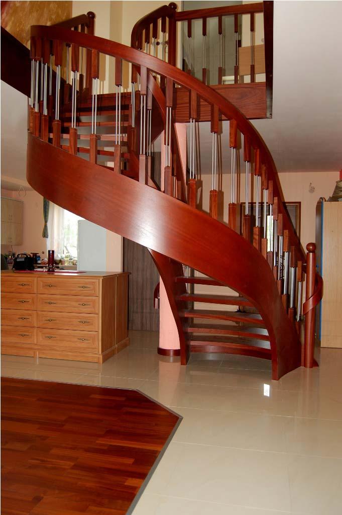 schody ekskluzywne z drewna gięte