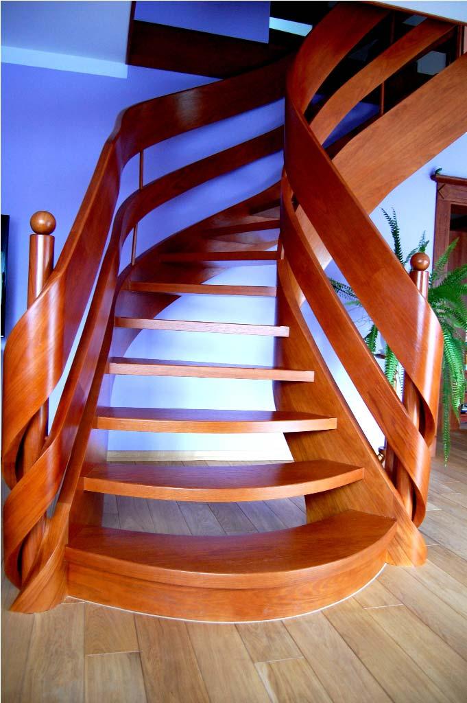 ekskluzywne schody w salonie