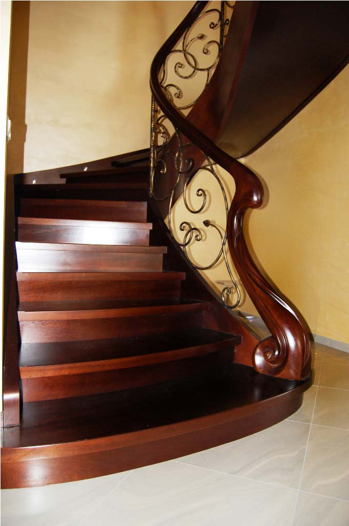 schody gięte drewniane 18