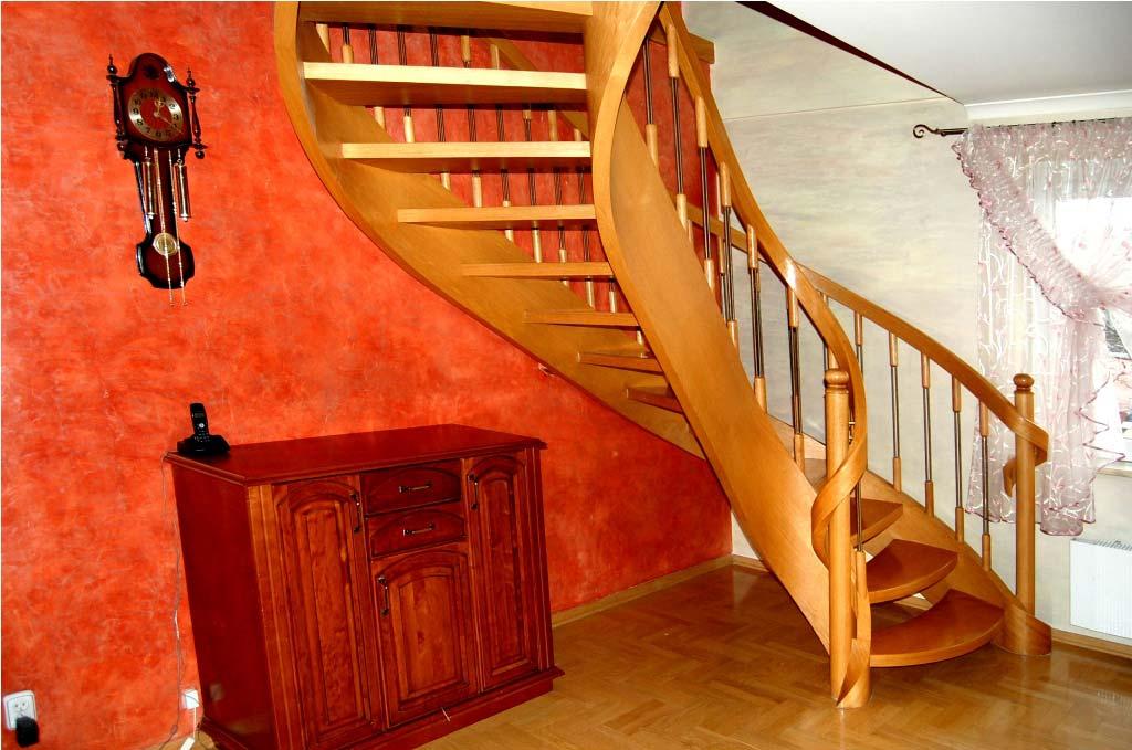 schody jednozabiegowe jasne w domu