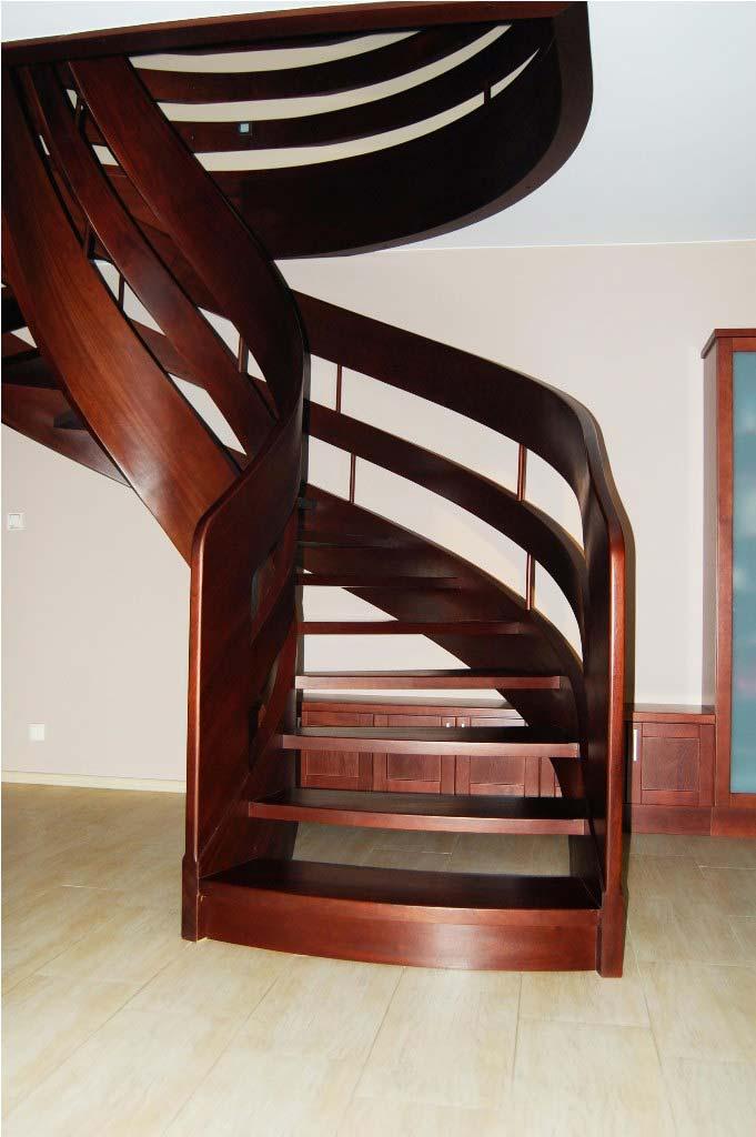 schody kręcone od przodu