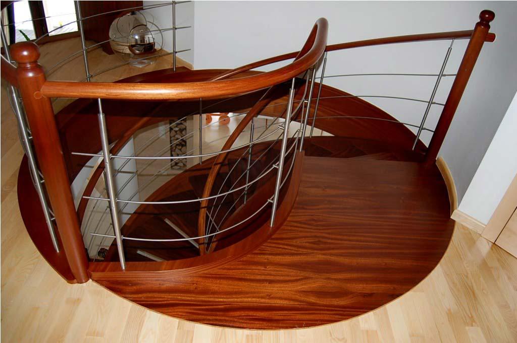 schody kręcone z drewna 2