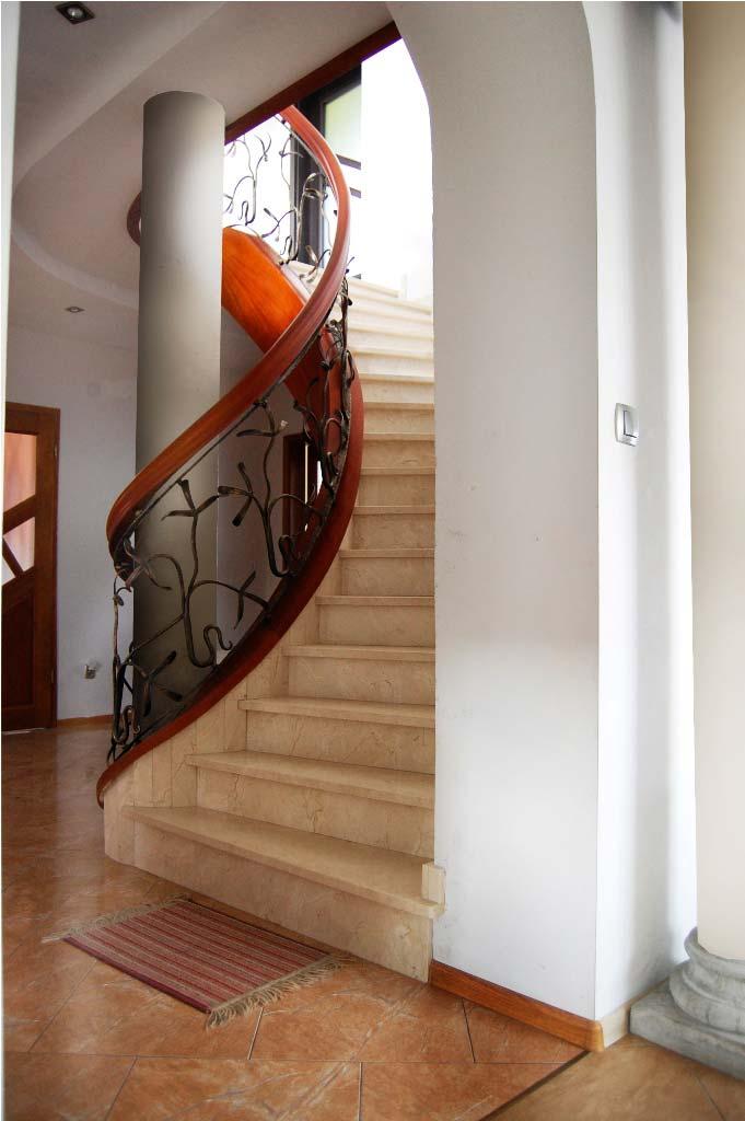 schody kręcone z drewna 4