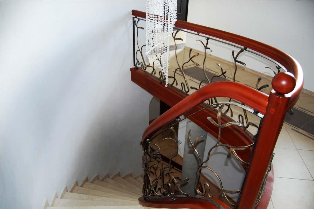 schody kręcone z drewna 5