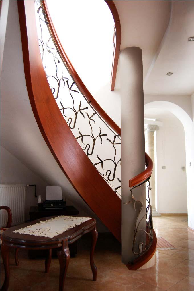 schody kręcone z drewna 6