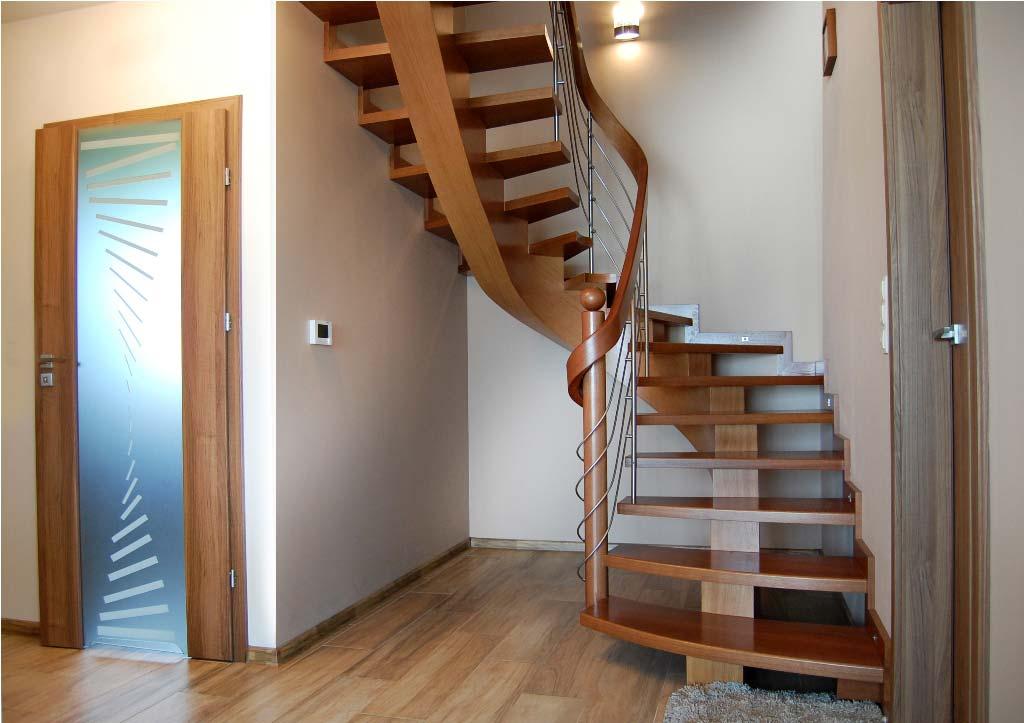 schody kręcone z drewna typu C