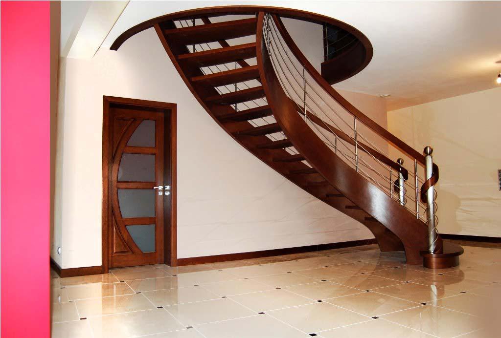schody wewnętrzne gięte