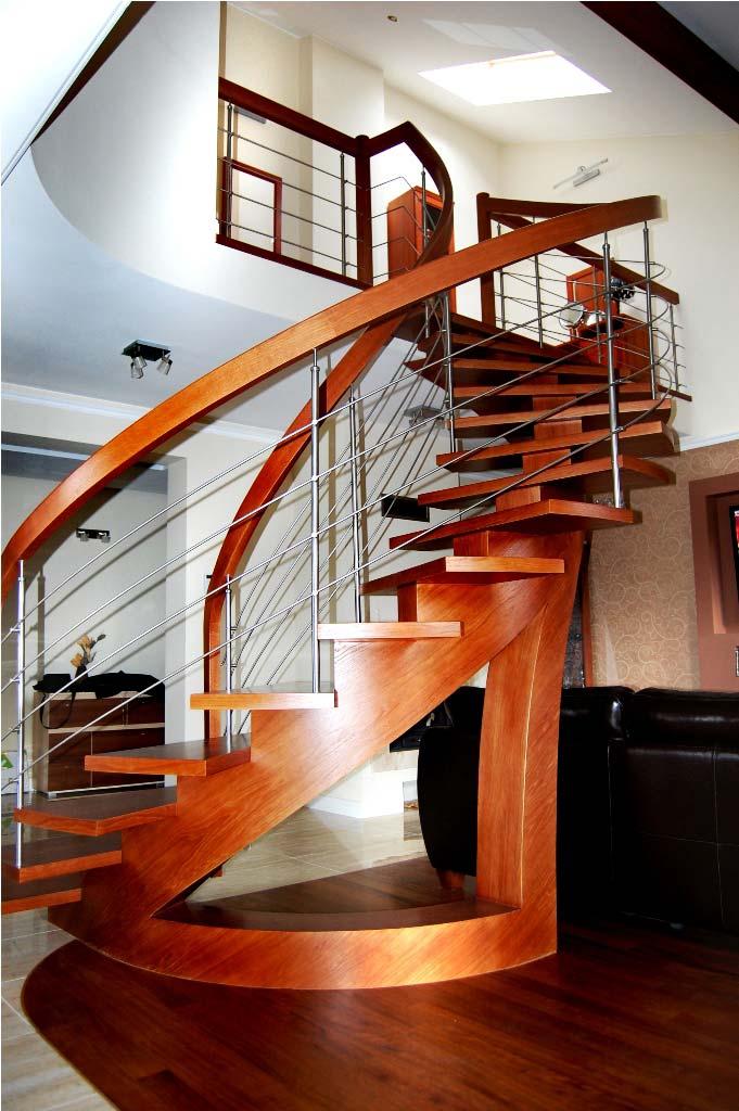 schody wewnętrzne drewniane