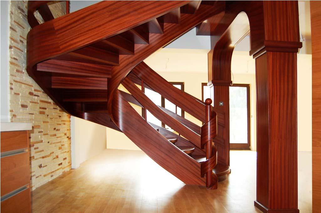 schody wstęgowe z podpórkami widok z boku