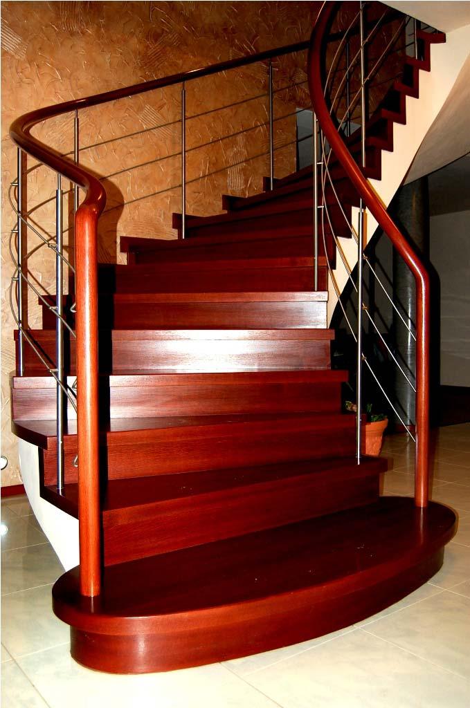 schody zabiegowe widziane od przodu