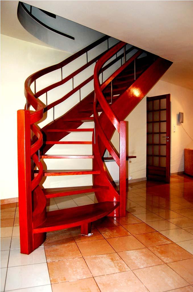 schody zabiegowe drewniane