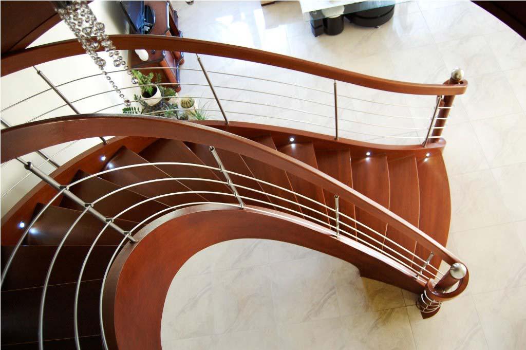 Ekskluzywne schody gięte widok z góry