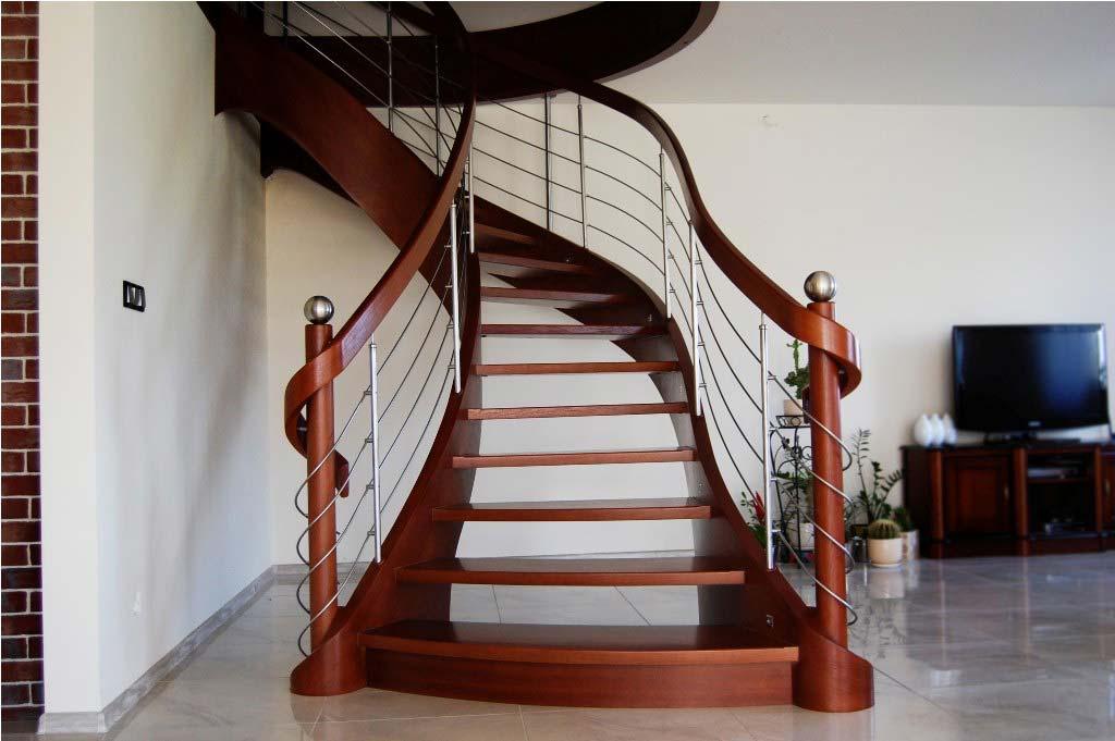 schody zabiegowe w salonie