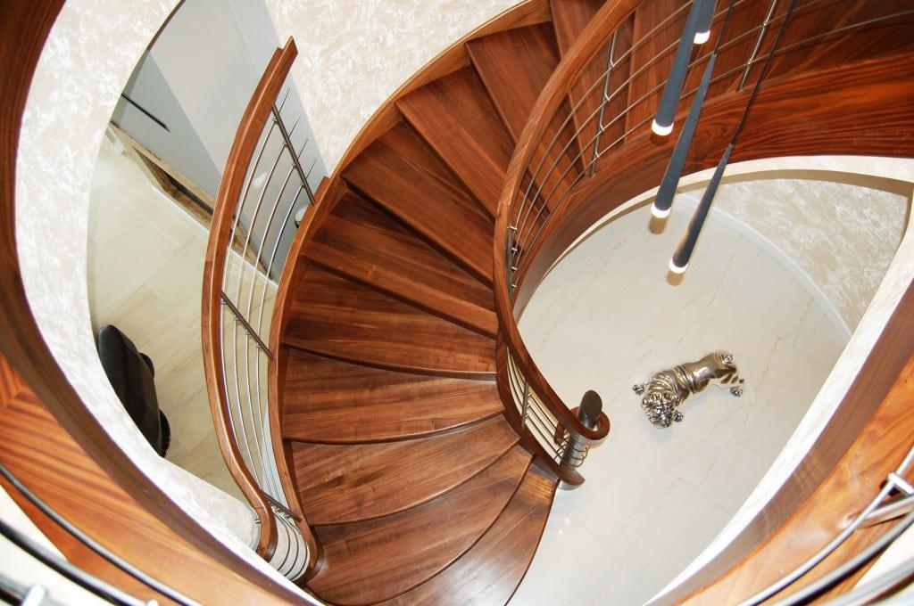 schody gięte drewniane 10