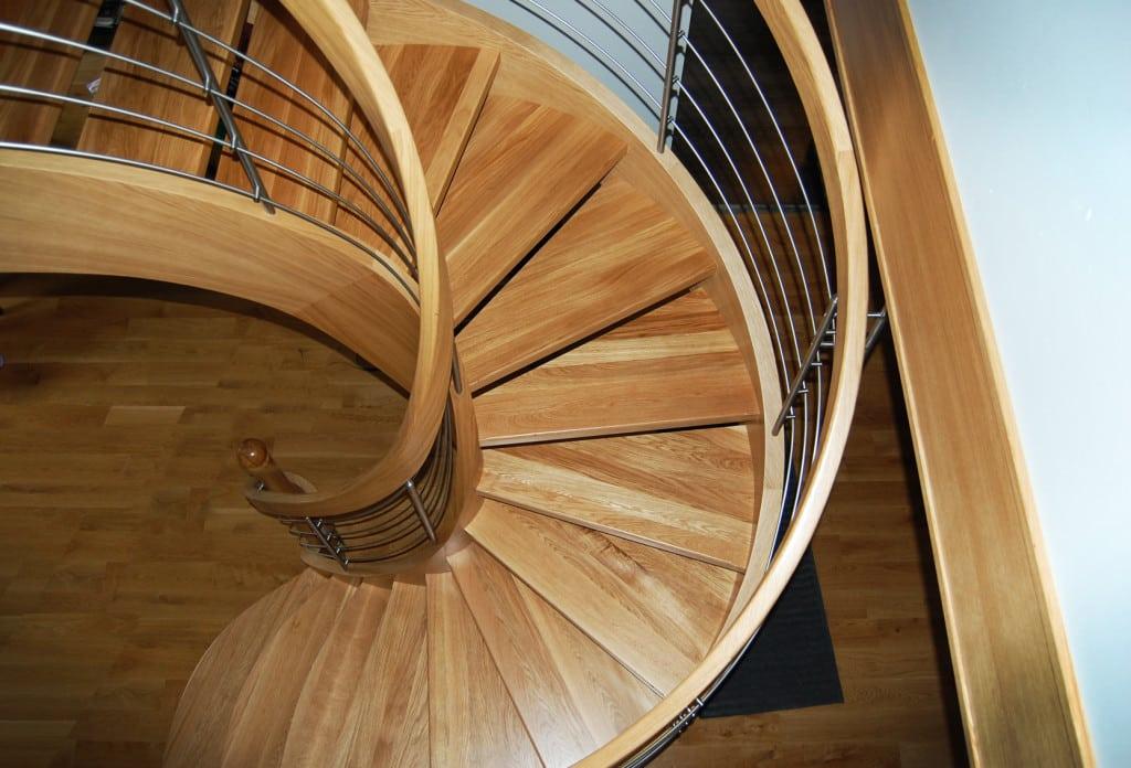 nowoczesne schody gięte