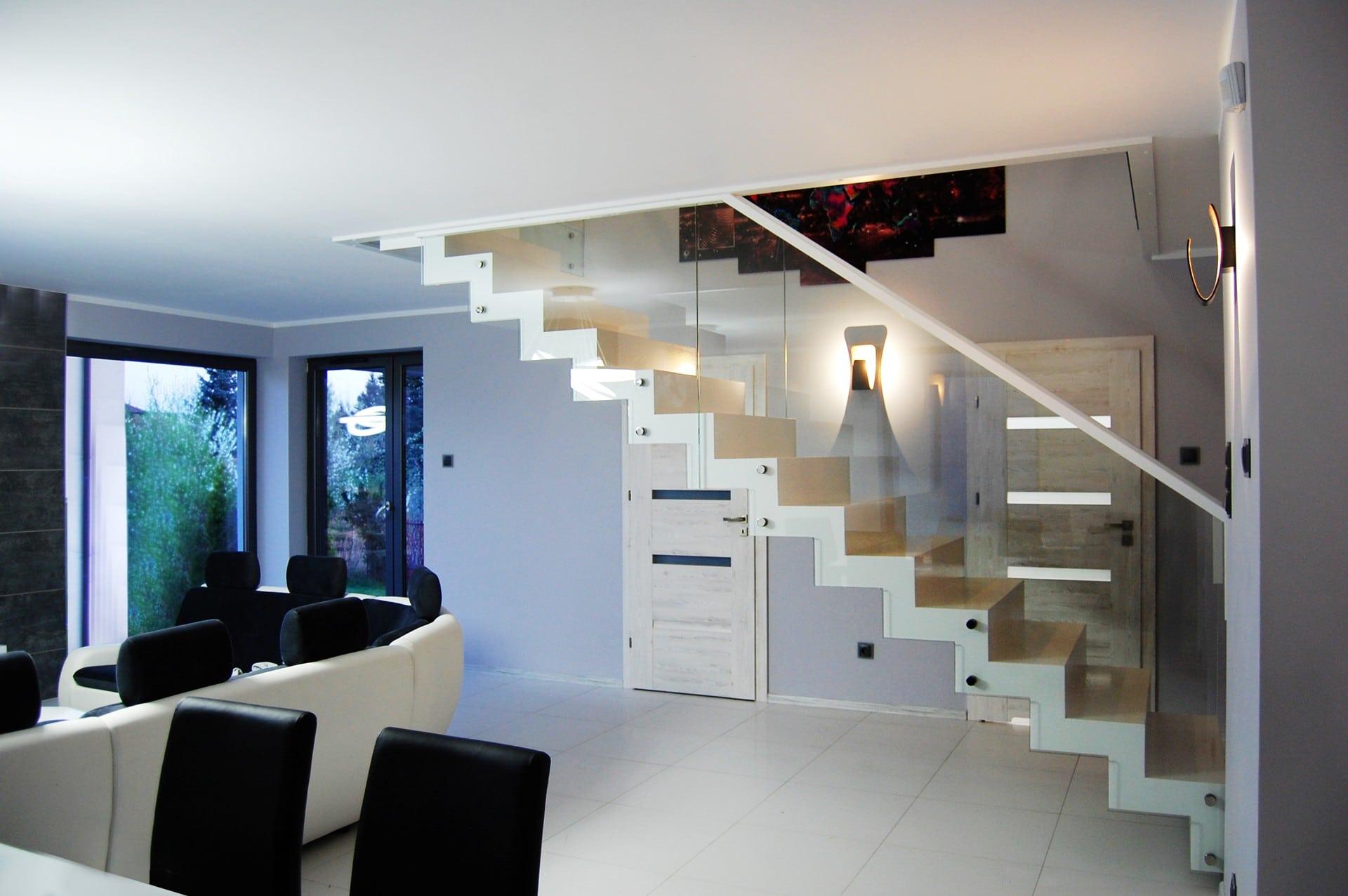 białe schody ekskluzywne Prudlik