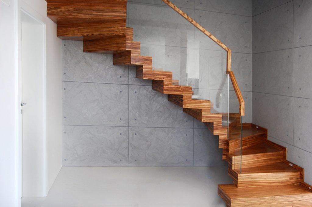 Drewno Zebrano, schody dywanowe