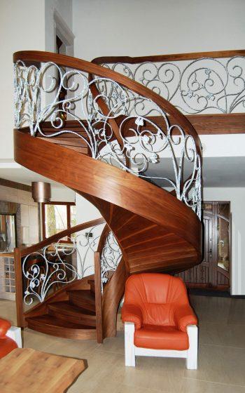 Drewno Orzech amerykański, schody typu C